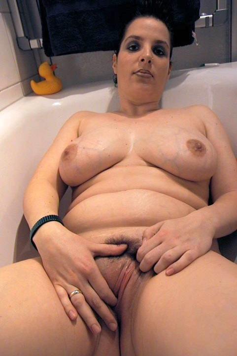 nackte rasierte fette Frau